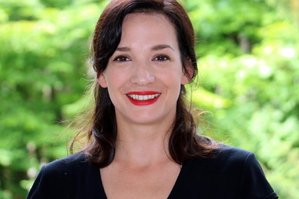 Nükhet Wieben ist Autorin und Haltungscoach in Zürich. Sie hat über 2.000 Kurse zu Körperform und Haltung geleitet.
