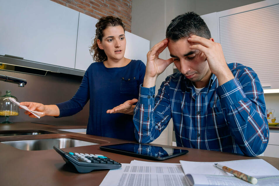Nicht nur Paare haben in Dresden finanzielle Sorgen, weil sie Schulden angehäuft haben.