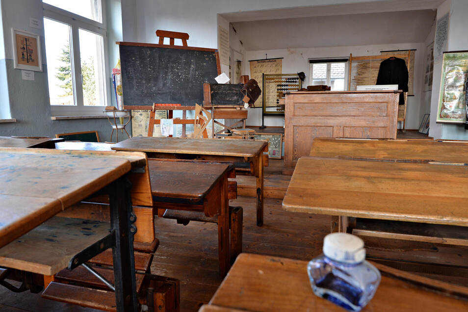 Auch die Schulgeschichte in Wartha und Lömischau - hier ein Blick in das Schulmuseum in Wartha - spielt eine Rolle in dem neuen Buch, das sich den beiden Orten widmet.