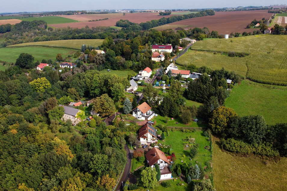 Die Grundstücke im Roßweiner Ortsteil Ullrichsberg schlängeln sich von der Mulde aus an einem Berg nach oben. Auch dort muss Löschwasser ankommen.