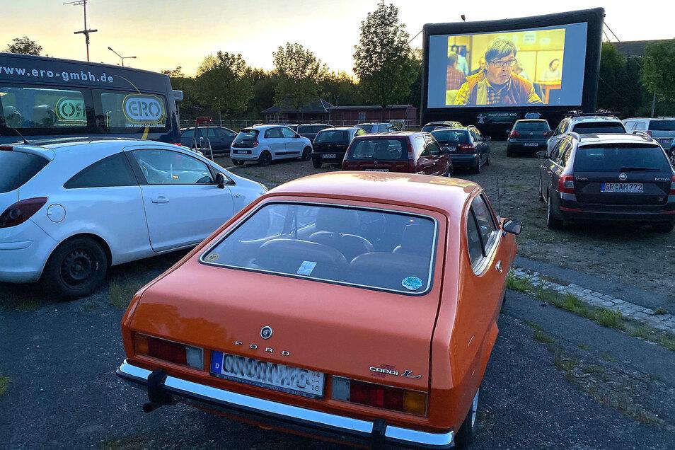 """Über 70 Besucher schauten sich den Film """"Nationalstreifen"""" aus ihren Fahrzeugen an."""