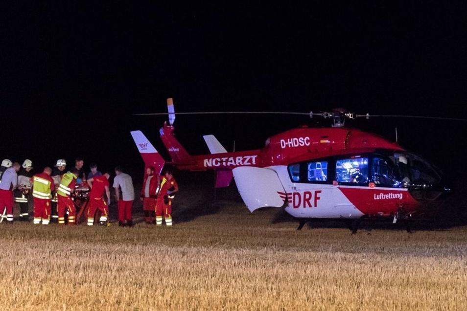 Der schwer verkletzte Unfallverursacher wurde per Hubschrauber ins Krankenhaus gebracht.