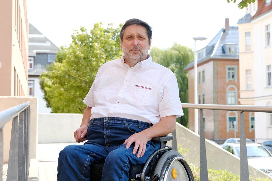 Angst, aus dem Rollstuhl zu fallen: Auch Meißens Behindertenbeauftragter Volker Patzelt meidet den Marktplatz.