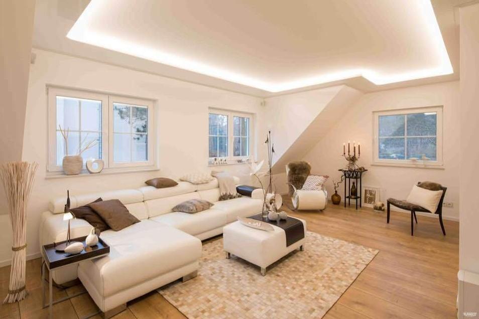 Einen Raum vergrößern, ein Highlight setzen oder den Raum viel wohnlicher machen - Licht hat viele Wirkungen und kann unterschiedlich eingesetzt werden.
