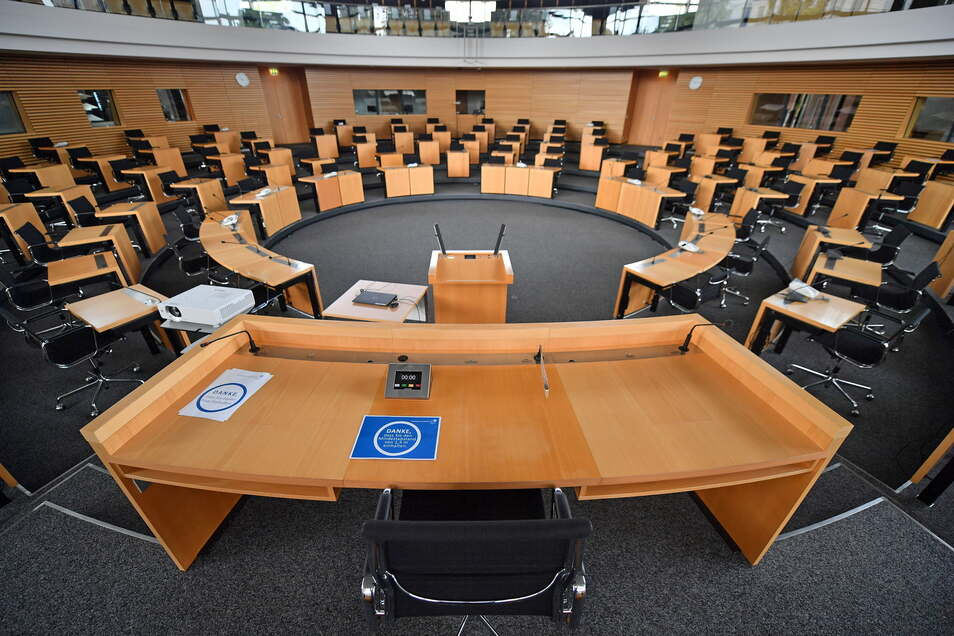 Wenige Tage vor der geplanten Landtagsauflösung am 19. Juli bleibt die Unsicherheit, ob die von der Verfassung vorgeschriebene Zweidrittelmehrheit steht.