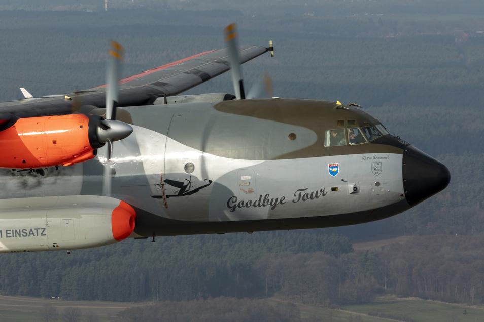 Das ist die sogenannte Retro Brummel, die beim Abschiedsflug über Klotzsche dabei war.