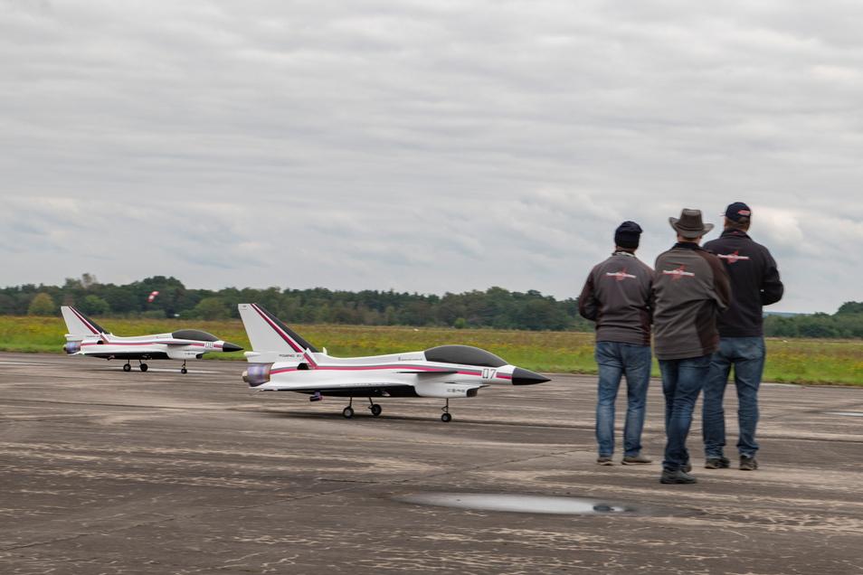 """Beeindruckende """"Kleinflugzeuge"""" stellten Ralph Losemann aus Riesa und Enrico Thäter aus Ingolstadt vor."""