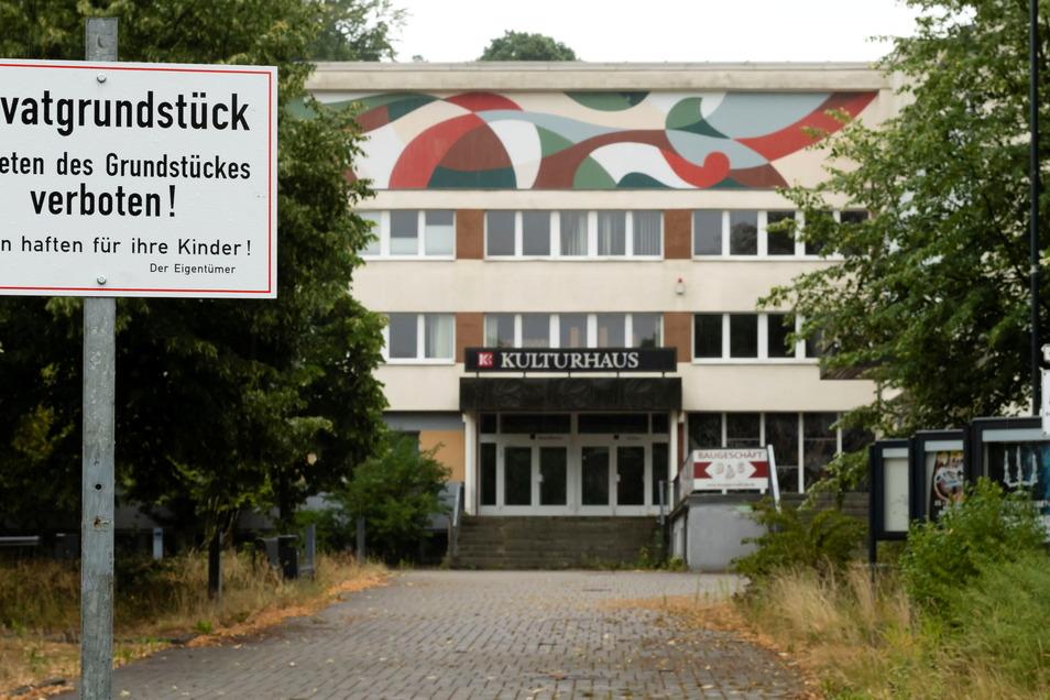 Einen traurigen Anblick bietet das Kulturhaus in Bischofswerda. Knapp 16,3 Millionen Euro sind für die Wiederbelebung vorgesehen.