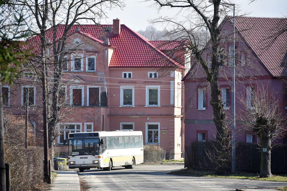 Blick in das vom Braunkohletagebau betroffene Dorf Opolno Zdroj (Bad Oppelsdorf).