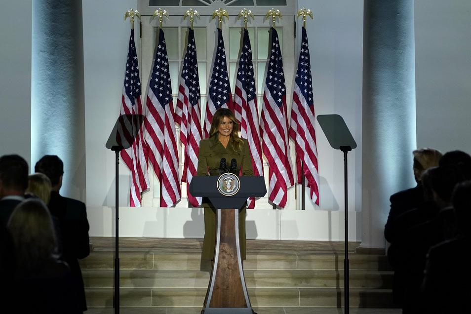 First Lady Melania Trump spricht im Rosengarten des Weißen Hauses, während des Parteitags der Republikaner.
