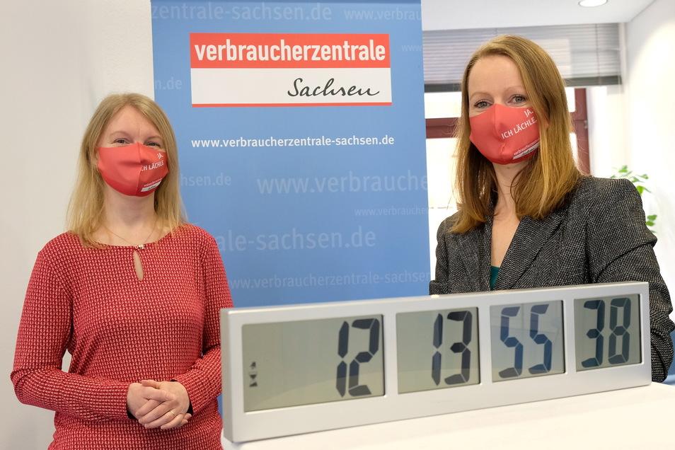 In Meißen läuft bei den Verbraucherberaterinnen Sylvia Neubert und Anett Wagner die Countdown-Uhr und zeigt, wie lange Prämiensparern noch bleibt, um ausstehende Zinsen bei der Sparkasse einzuklagen.