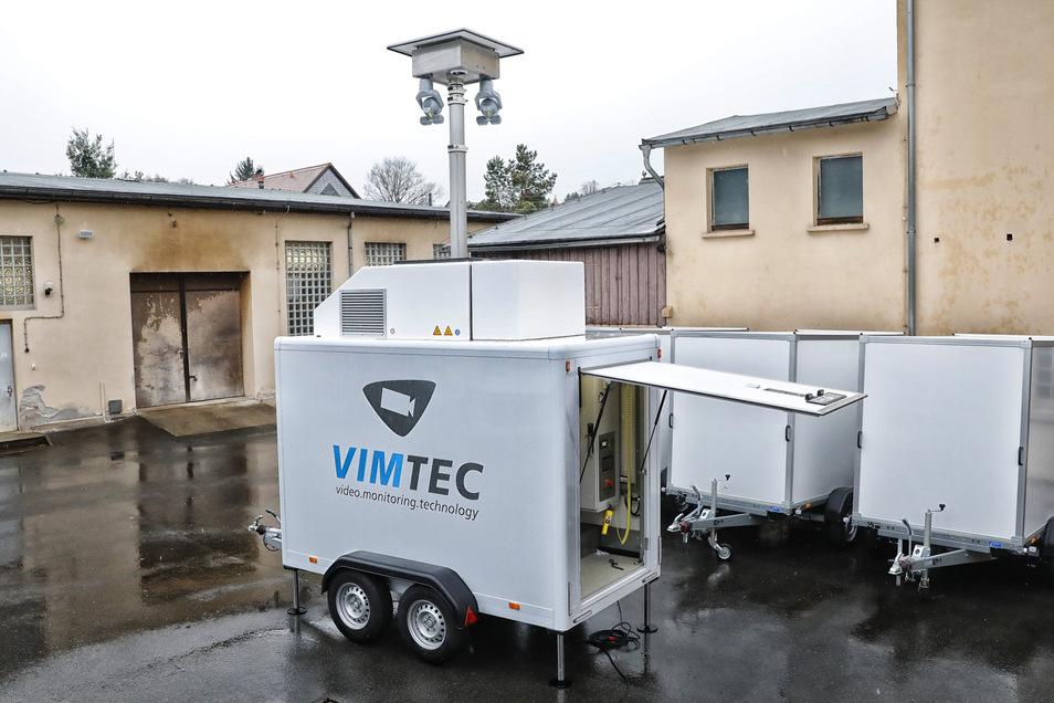 Eine mobile Überwachungseinheit der Firmen Gemtec und Vimtec in Hainewalde. Das Teleskop kann bis zu acht Meter hoch ausgefahren werden.