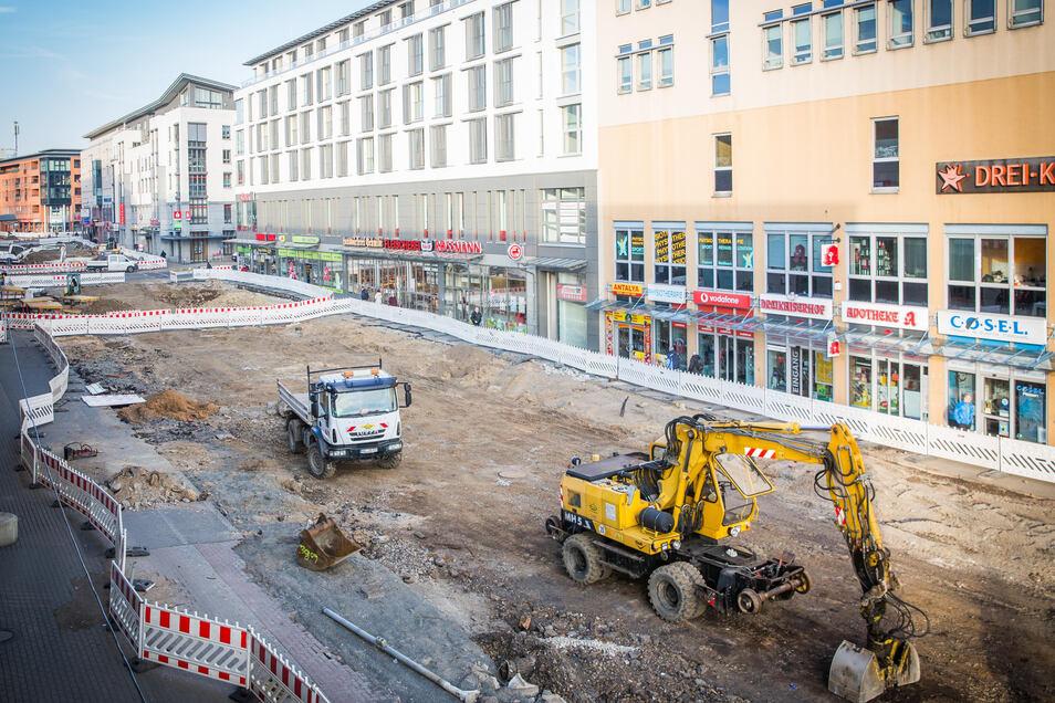 Vorm Dreikaiserhof wird derzeit an der Zentralhaltestelle Kesselsdorfer Straße gebaut.