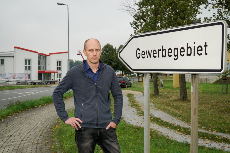 Insbesondere im Gewerbegebiet in Ebendörfel sitzen viele Unternehmen, die in Großpostwitz Steuern zahlen. Was ehemals für einen stabilen Haushalt sorgte, wird für Bürgermeister Markus Michauk jetzt zum Problem.