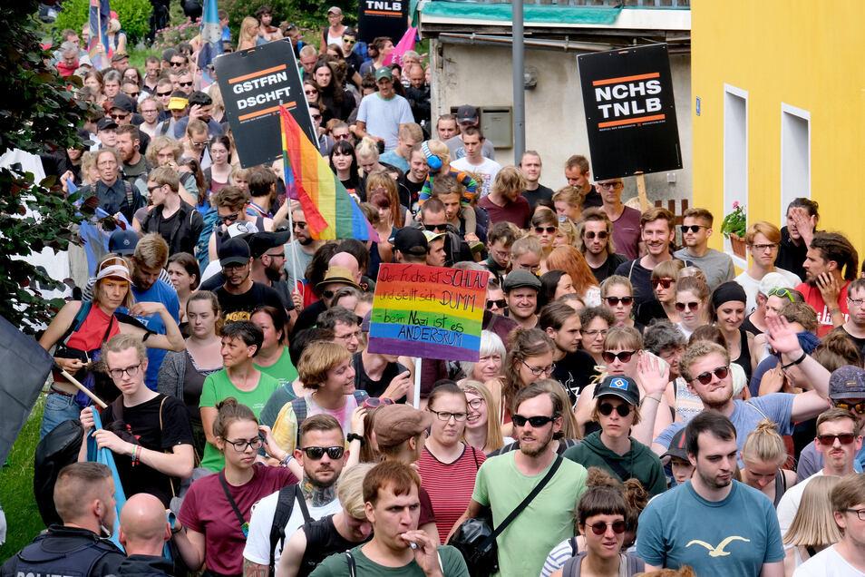 Über 300 protestierten am Sonnabend in Ostritz gegen das Neonazi-Festival.