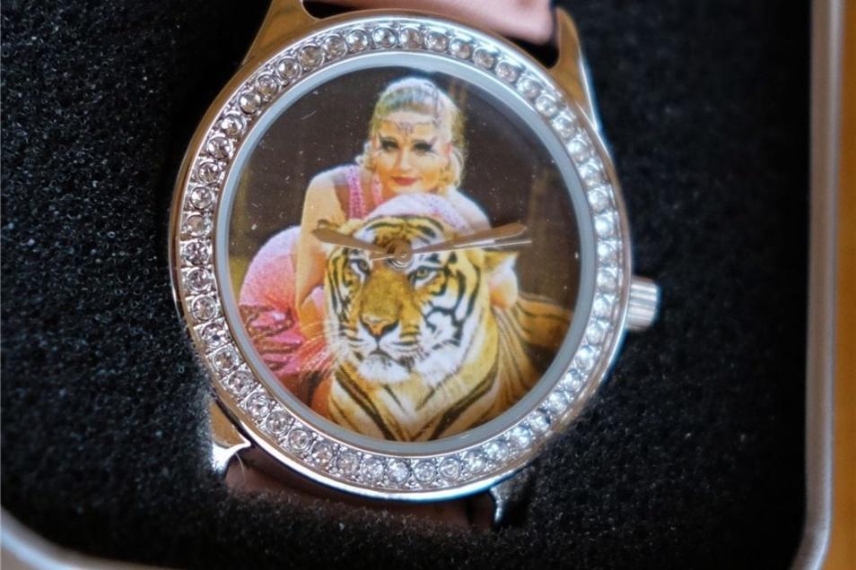 Ein besonderes Erinnerungsstück ist diese Armbanduhr – natürlich mit Tiger.