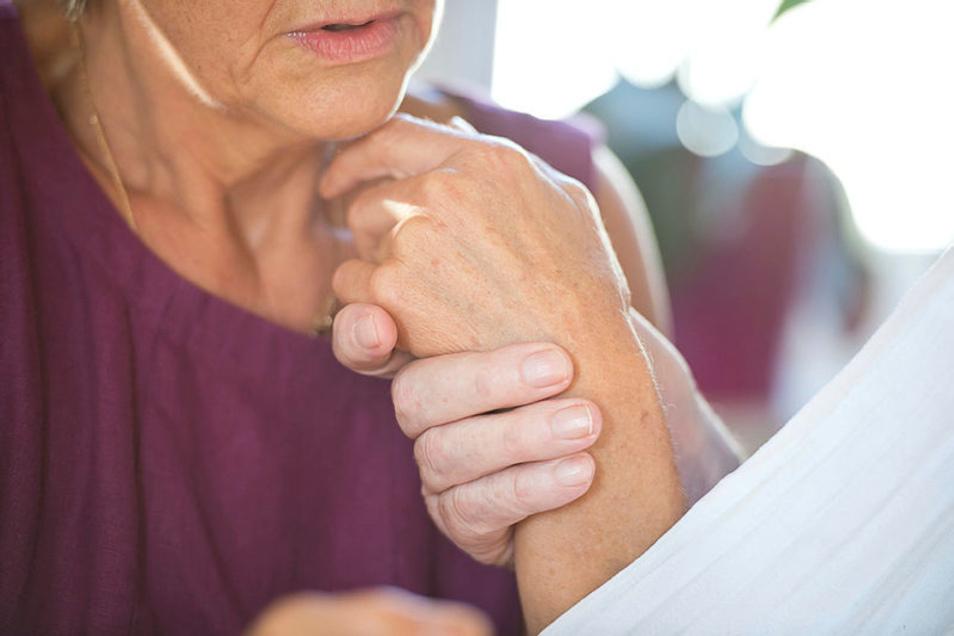 Eine Demenzerkrankung in der Familie ist eine große Herausforderung für alle - besonders bei den Enkeln herrscht großer Erklärungsbedarf.