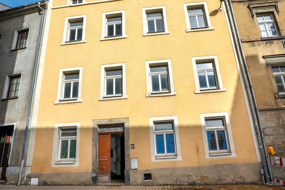 Das Haus Nummer 10 an der Äußeren Bautzner Straße ist von der Fassade her einer der besterhaltenen Altbauten.