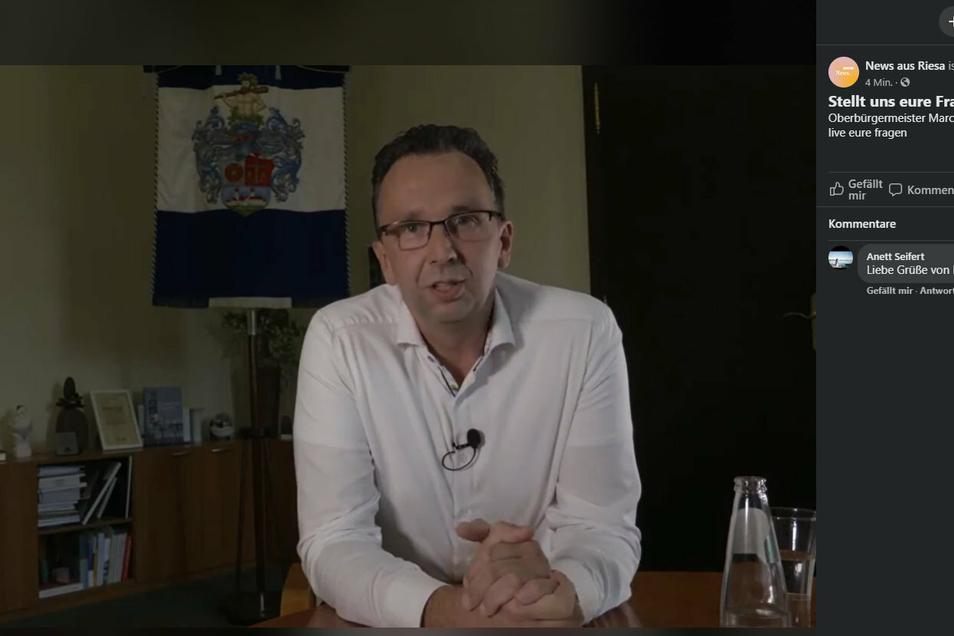 Riesas OB Marco Müller (CDU) im Livechat bei Facebook.