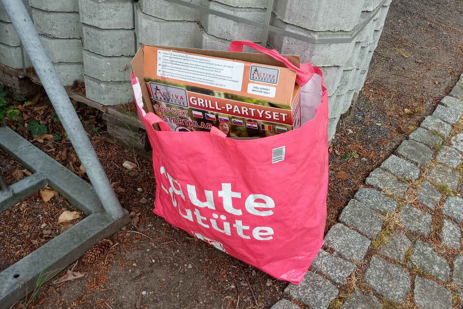 Müllreste werden immer wieder an der Weinbergtreppe unterhalb der Friedensburg zurückgelassen. Die dort ansässigen Winzer sind genervt.