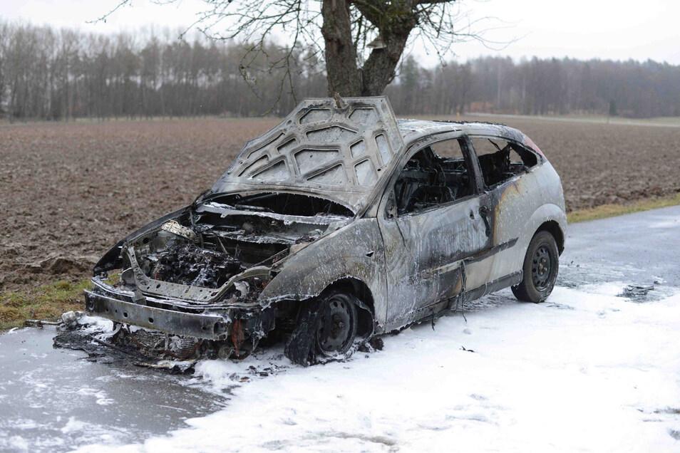 Der Ford Focus brannte vollständig aus.