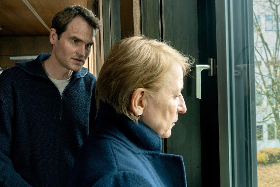 Harter Fall für Paula Ringelhahn (Dagmar Manzel) und Felix Voss (Fabian Hinrichs): In einem Keller wird die Leiche eines Fünfjährigen gefunden. Alles deutet auf ein besonders tragisches Drama hin.