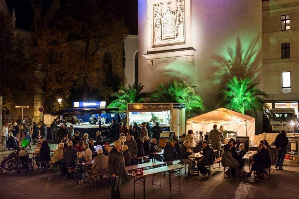 Flair brachten auch die angestrahlten Palmen auf dem Marienplatz.