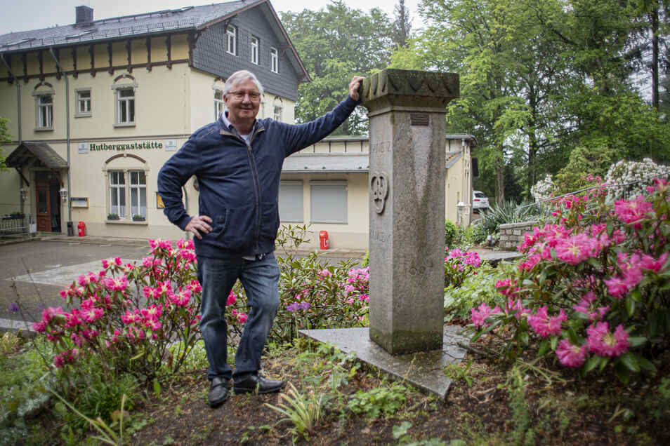 Wirt Frank Fuhrmeister freut sich: Ab 15. Mai kann er auf dem Kamenzer Hutberg den Biergarten öffnen.