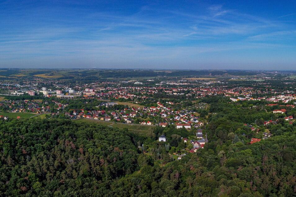 Solch einen Überblick über Coswig wie aus der Perspektive einer Drohne hat man vom Hohen Stein nicht, aber trotzdem eine grandiose Aussicht.