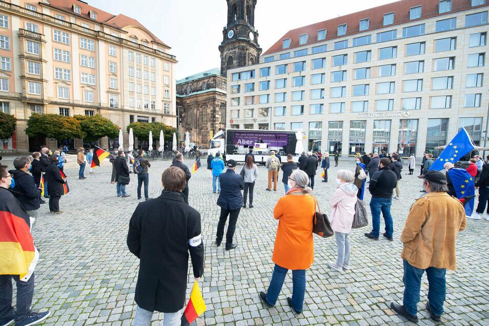 In Dresden dürfen sich nun noch weniger Menschen gleichzeitig zu einer Versammlung treffen.