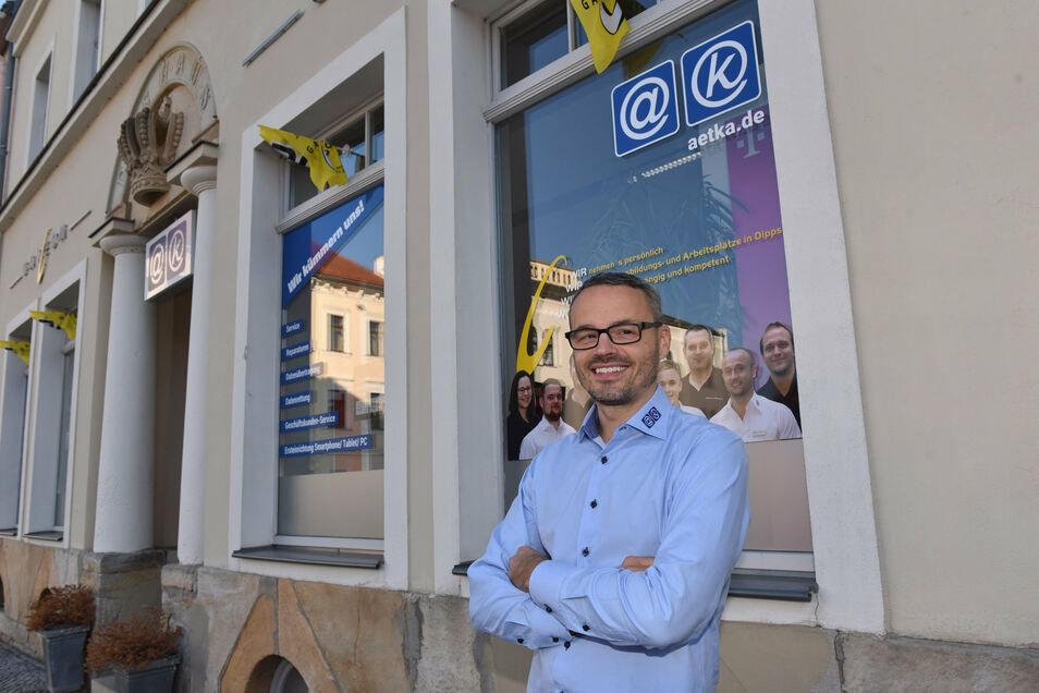 Marko Strzebin vor seinem Geschäft Galeon in Dippoldiswalde.