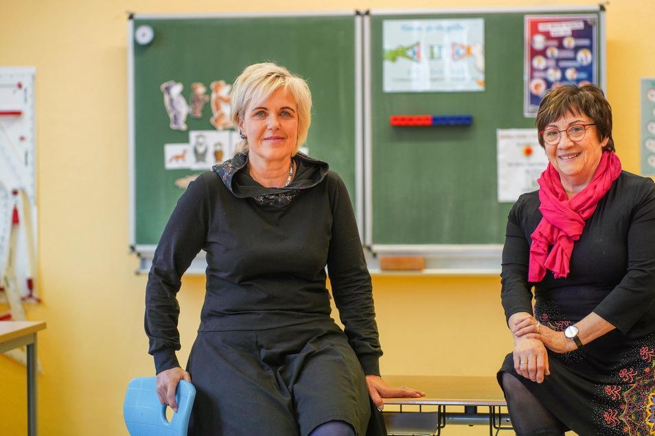 Anja Blankenstein (links) hat die Leitung der Grundschule Großharthau von Regine Heitz übernommen.