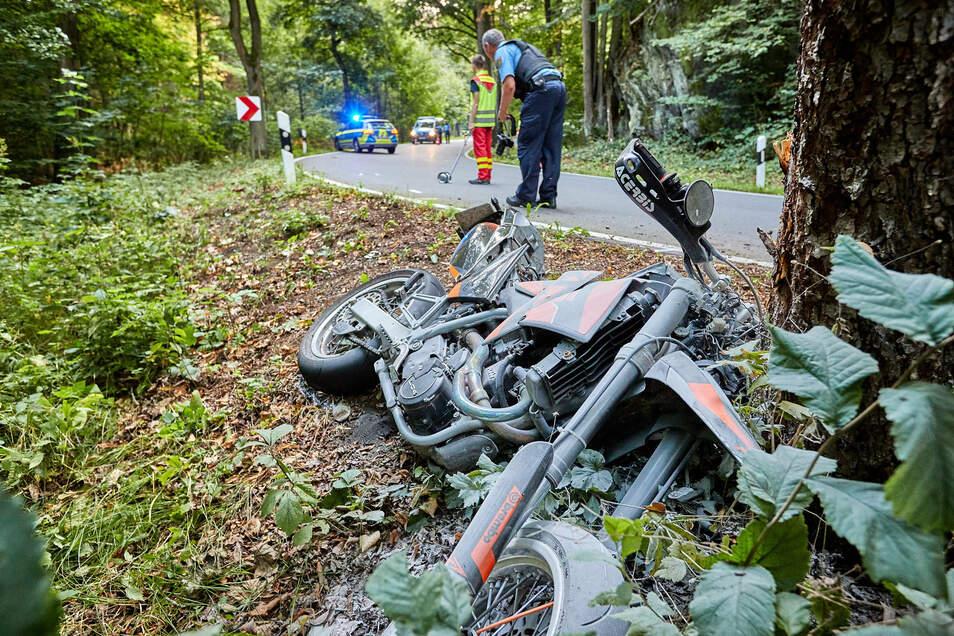 Das Motorrad, mit dem ein 19-Jähriger im Seidewitztal verunglückt ist.