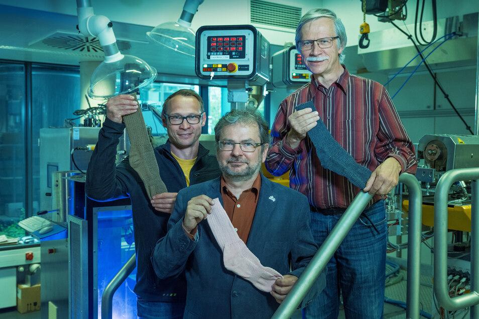 Andreas Leuteritz und sein Team mit ihren Anti-Mückenstich-Socken. In Südafrika sind die Socken für 119 Rand - umgerechnet 7,43 Euro - erhältlich.