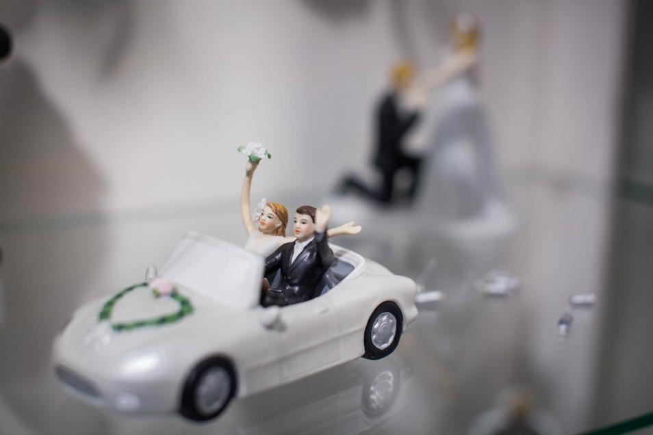 Wer ausgefallene Figuren für die Hochzeitstorte sucht, könnte bei Doreen Körner richtig sein.