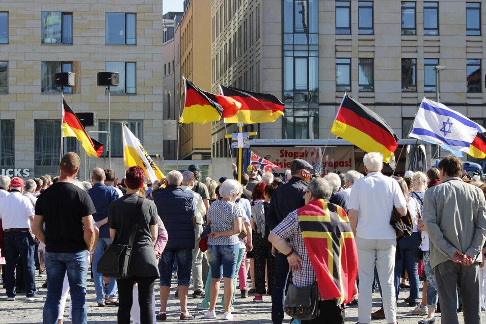 Gestört vom Geläut der Kreuzkirche? Pegida-Demonstranten am Pfingstmontag.