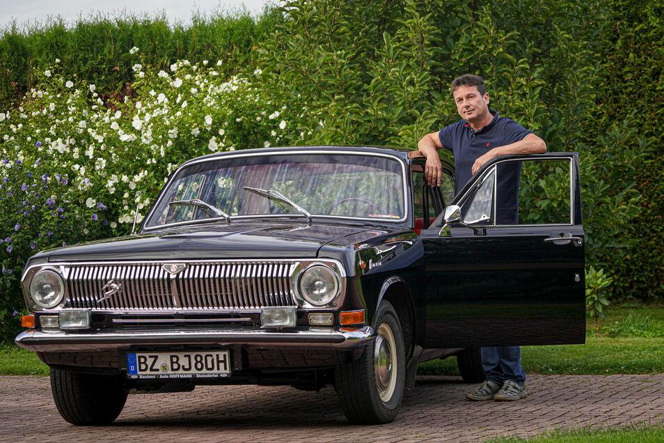 Ost-Autos liegen wieder im Trend: Jens Mörbe aus der Nähe von Bautzen fährt mit seinem Wolga, Baujahr 1980, gern zu Oldtimer-Treffen.