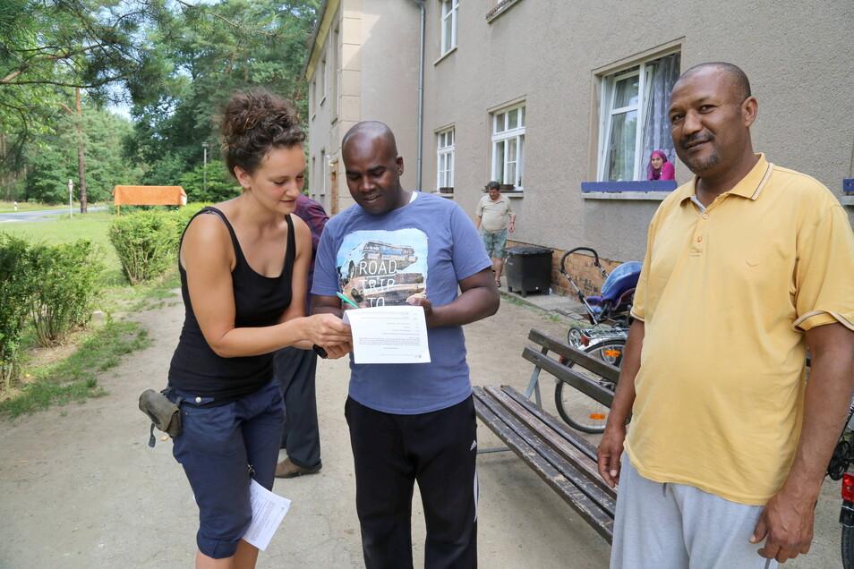 Marika Vetter vom Mehrgenerationenhaus in Rothenburg - hier ein Foto aus dem Jahr 2015 - war eine der ersten im Landkreis, die sich mit der Betreuung von Asylbewerbern beschäftigt hat.