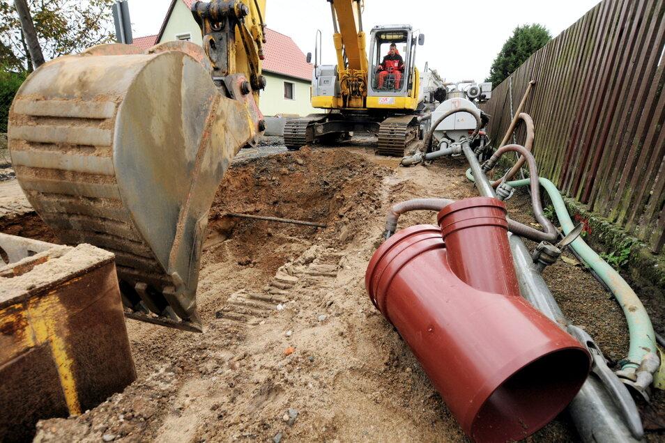 Neue Abwasserleitungen können im Zuge des Breitbandausbaus mit erfolgen. Nur sollten sie vorbereitet sein.