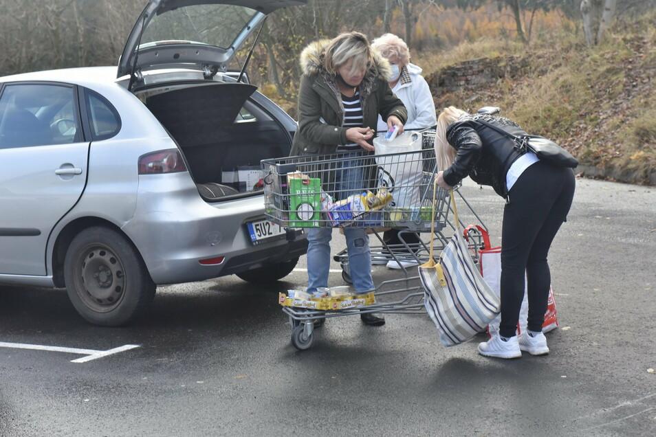 Am Netto-Markt an der Zinnwalder Straße in Altenberg waren deutlich weniger Tschechen anzutreffen, als normalerweise. Viele von denen, die trotzdem hier einkauften, wussten noch nichts von den neuen Bestimmungen.