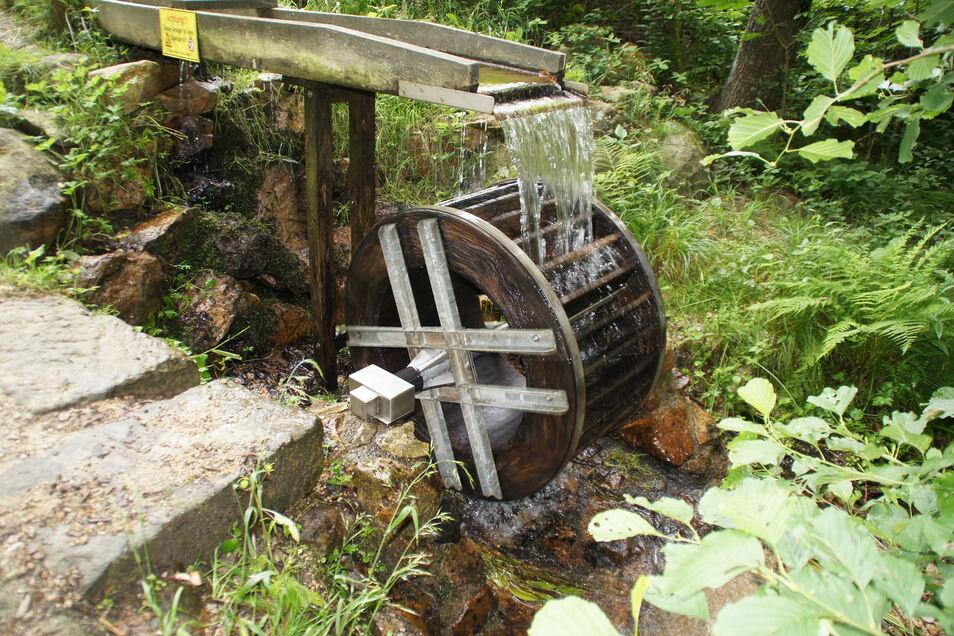 "Das Wasserrad am ""Armesünderweg"" in Niederoybin."