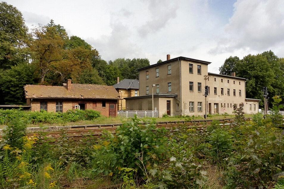 Für diese Gebäude am Bernsdorfer Bahnhof wird eine Nutzung gesucht.