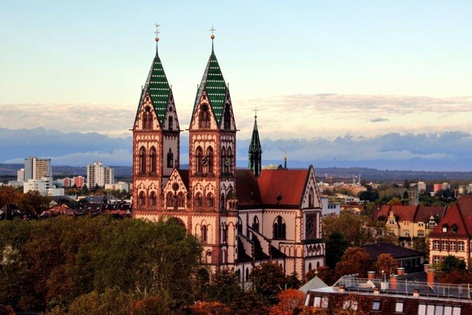 Schön, oder? 14 Landkreisbewohner arbeiten laut Statistik in dieser Stadt, Freiburg im Breisgau.