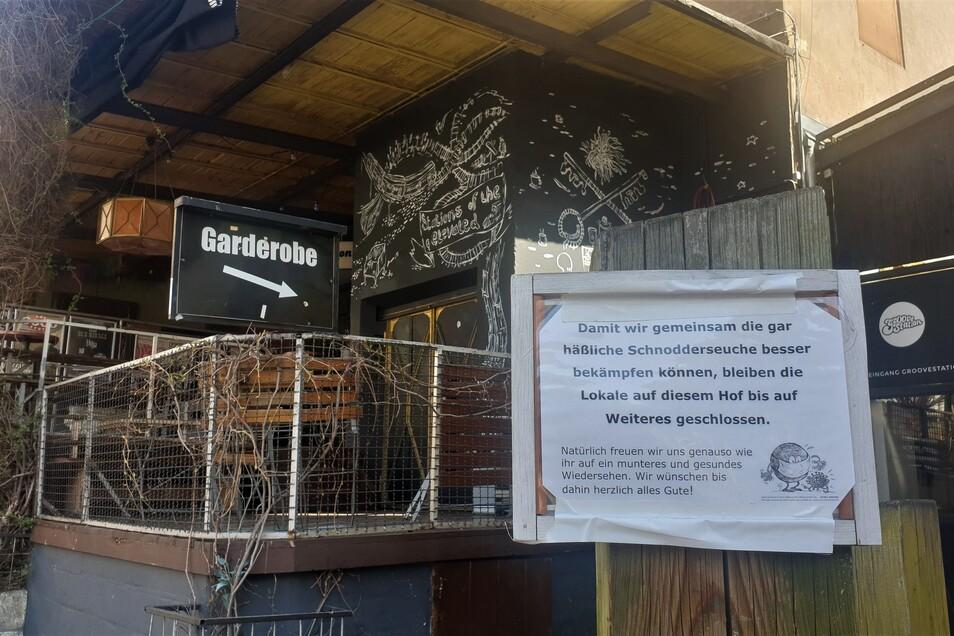 """Die Groovestation gehört zum Klubnetz. Sie hat wegen der """"Schnodderseuche"""" geschlossen, erklärt sie auf diesem Schild."""