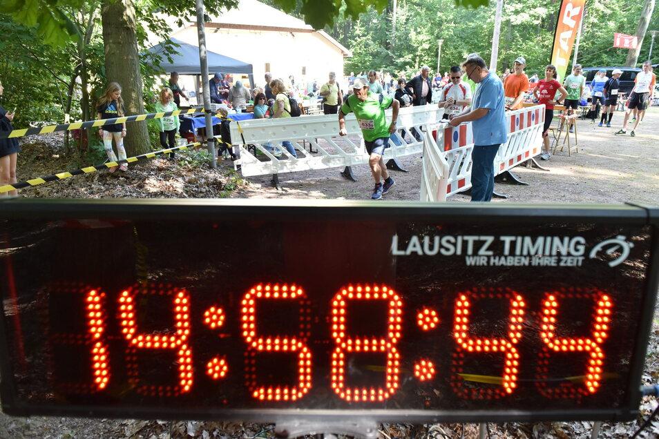 Erstmals stand beim traditionsreichen Lauf durch den Forst im Zentrum Sachsens auch eine Marathon-Strecke auf dem Programm.