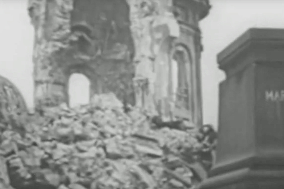 Symbol des zerstörten Dresdens: die Ruine der Frauenkirche