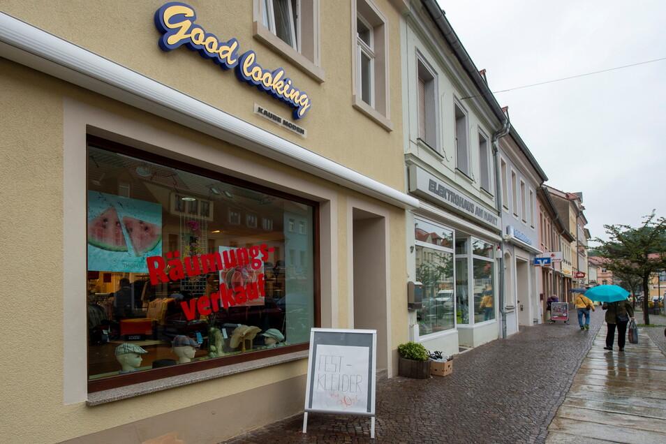Auch hier die gefürchteten roten Buchstaben: Nach 30 Jahren wird die beherzte Geschäftsfrau Sylvia Kaube ihr Modegeschäft auf dem Frauenmarkt im September schließen.