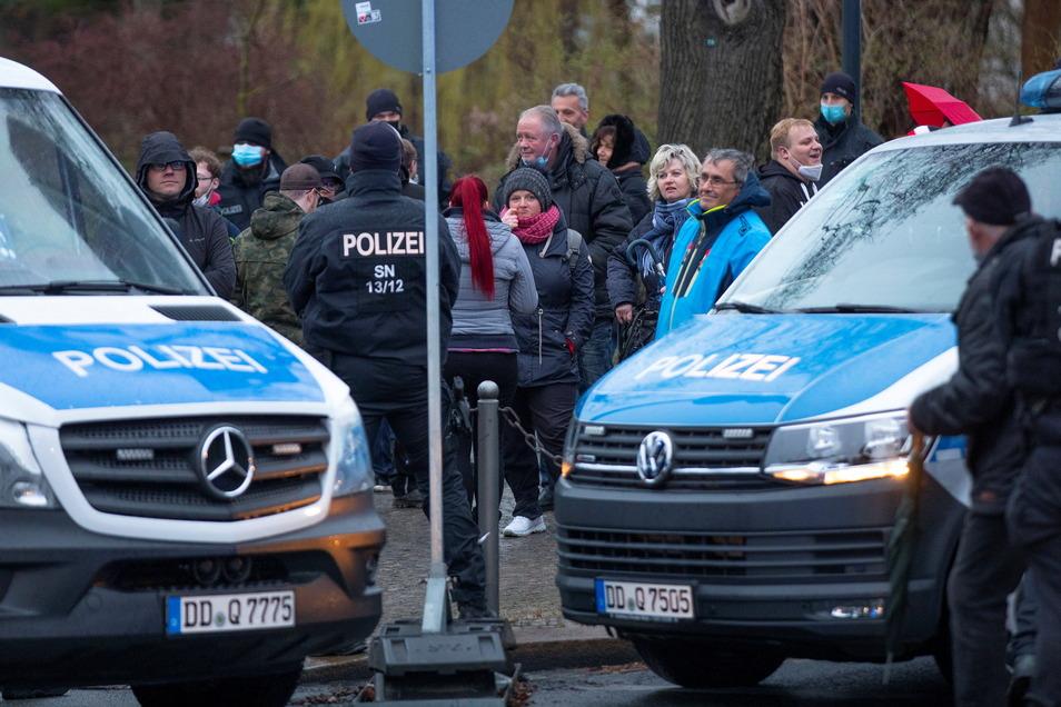 """Die Polizisten werden den Ring-""""Spaziergang"""" am Montag wieder begleiten und Verstöße ahnden."""