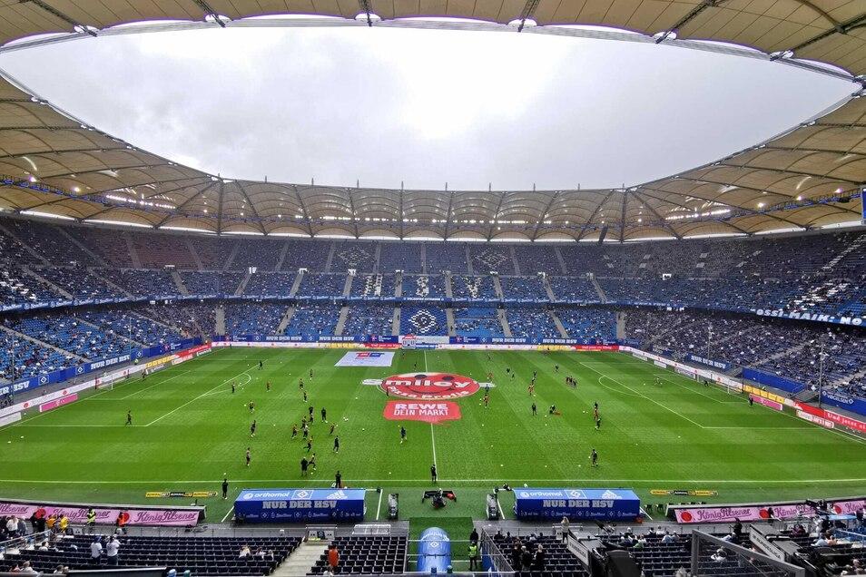Das Volksparkstadion in Hamburg ist eigentlich mit 57.000 Zuschauern ausverkauft, am Sonntag dürfen gut 17.000 dabei sein - aber keine Dresdner.