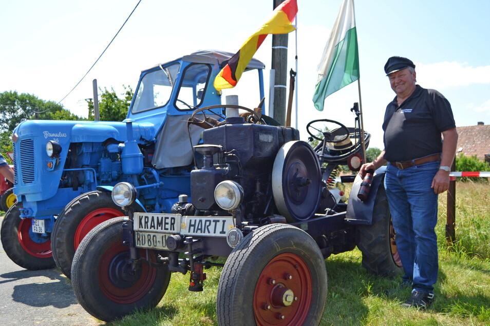 Der Brockwitzer Siegmar Hartmann brachte eins der ältesten Fahrzeuge, einen Kramer-Traktor, Baujahr 1938, mit nach Oelsnitz.